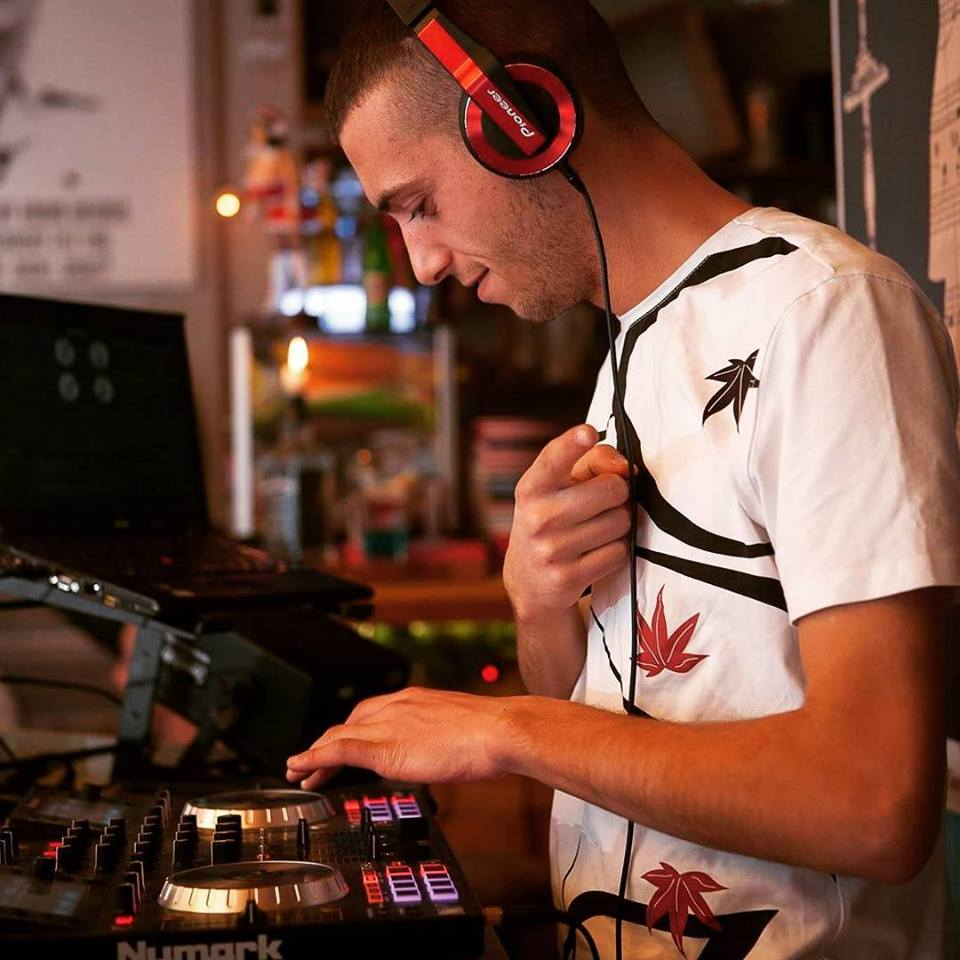 DJ R10